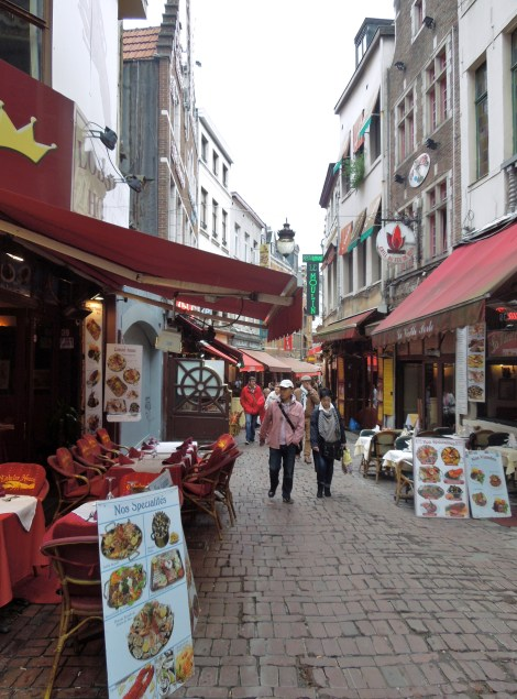 Rue des Bouchers-where-to-get-mussels-in-Brusssels