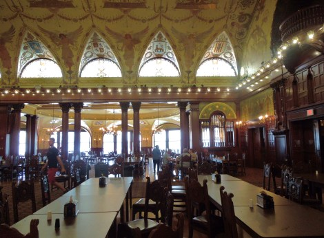 Dining-hall-that-looks-like-Harry-Potter-Hogwarts-Flagler-College