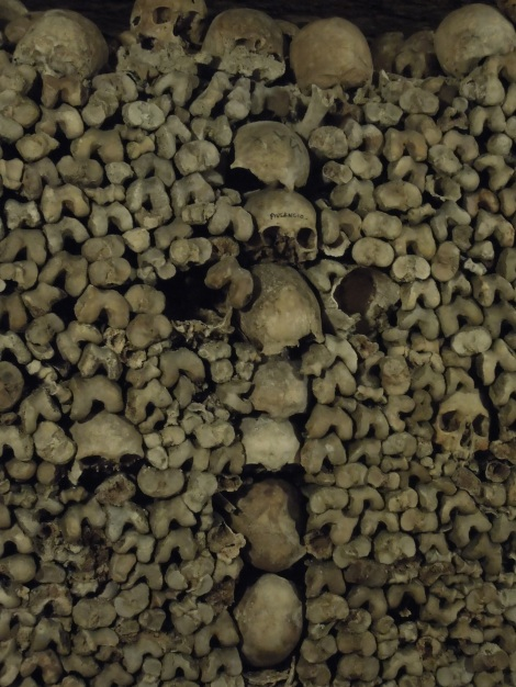 Off-the-beaten-path-Skulls-in-the-catcacombs-of-Paris