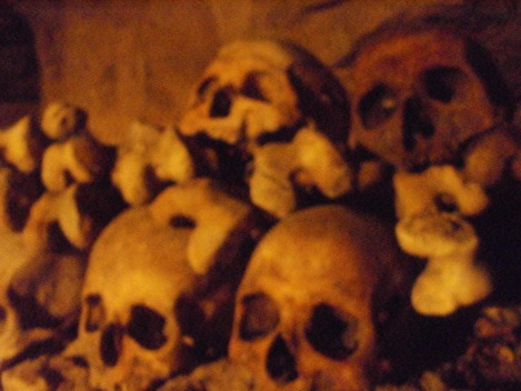 Skulls-in-the-catcacombs-of-Paris