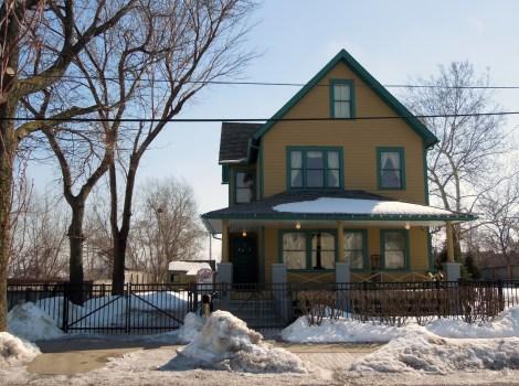 A-Christmas-Story-house-Cleveland-leg-lamp