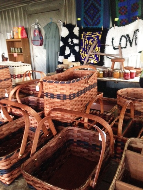 Amish-baskets-for-sale-made-by-Mary-and-her-children