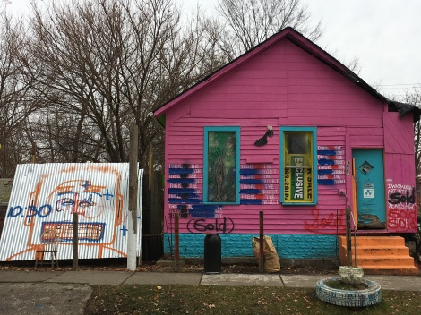 What does the Heidelberg Project look like? painted house