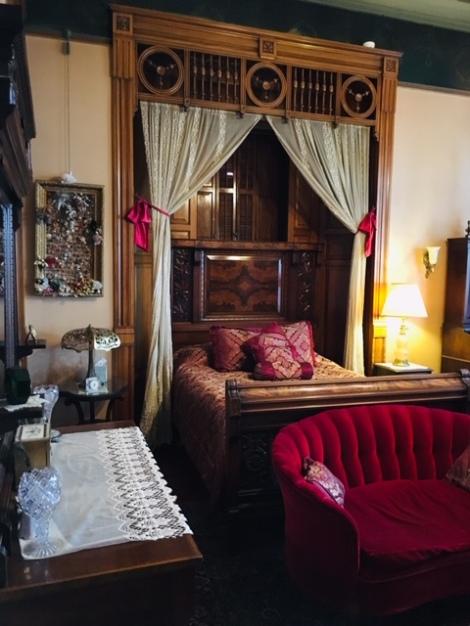 Master suite bedroom at Copper King Mansion