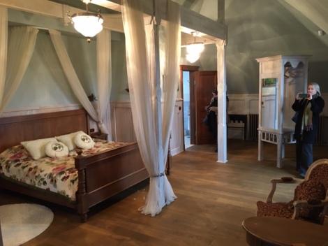 Mazmežotne Manor bedroom