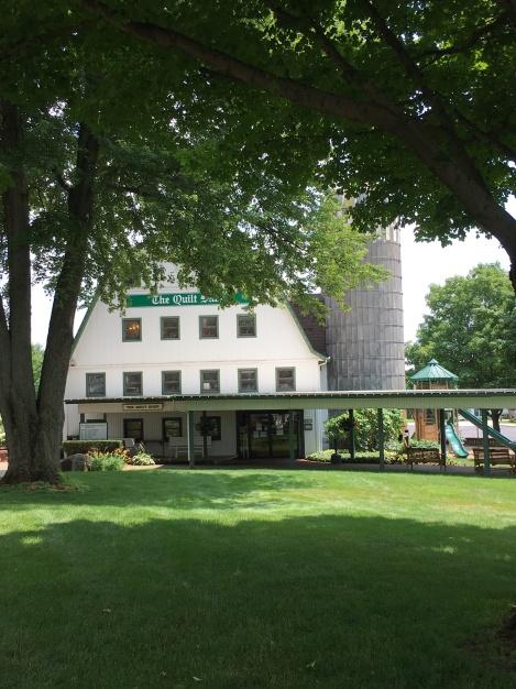 as-Dutchman-Essenhaus-quilt-barn