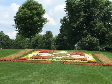 Largest-Quilt-Garden-at-Das-Dutchman-Essenhaus